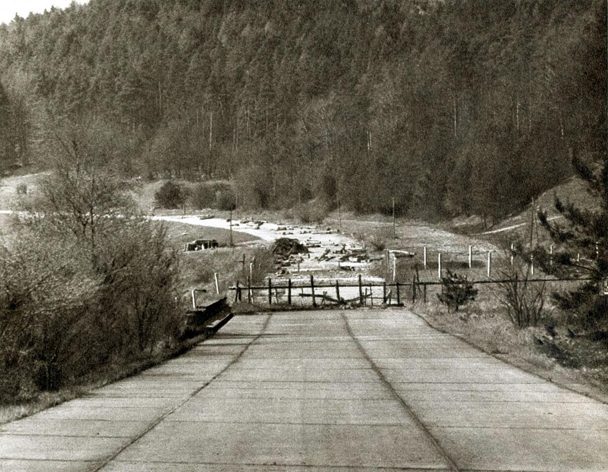 Gesperrte Autobahn bei Obersuhl an der Strecke Frankfurt - Eisenach - Berlin, vor 1972